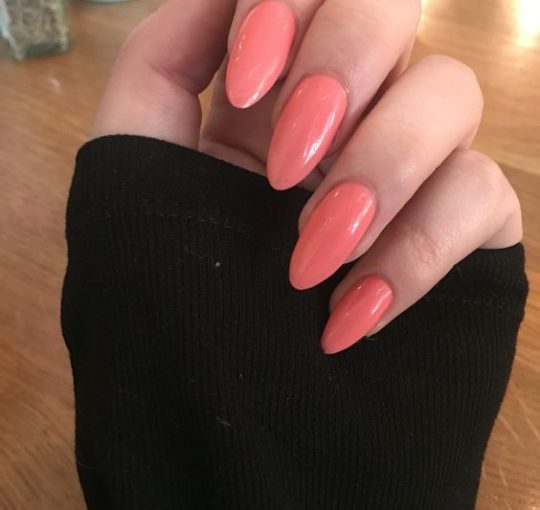 uñas color coral largas